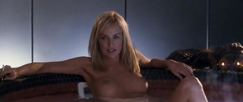 Sharon Stone se desnuda en el jacuzzi de instinto básico