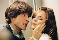 Rachel McAdams (Lisa Reisert) Cillian Murphy (Jackson Rippner) cara a cara