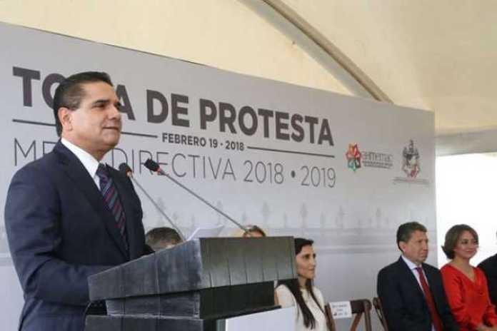 Silvano Aureoles toma protesta hoteleros