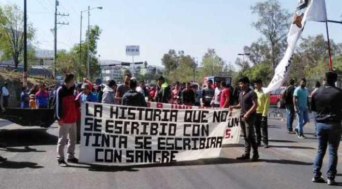 marcha padres normalistas Ayotzinapa Morelia