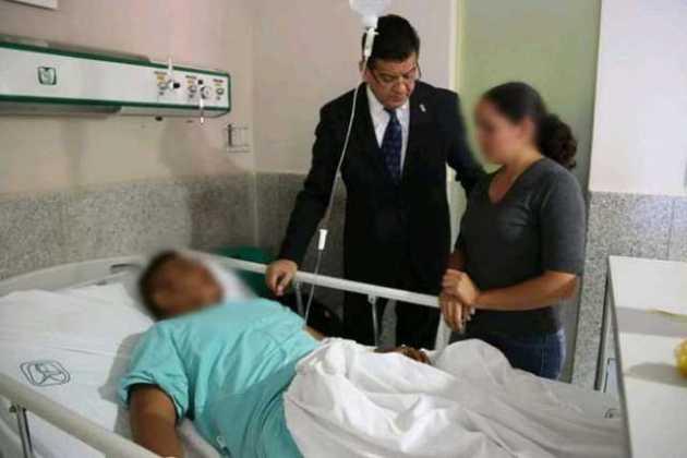 Juan Bernardo Corona visita hospital