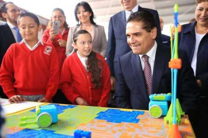 Silvano Aureoles alumnos niños escuela