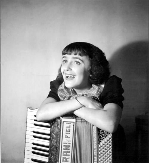 Edith Piaf 04.jpg