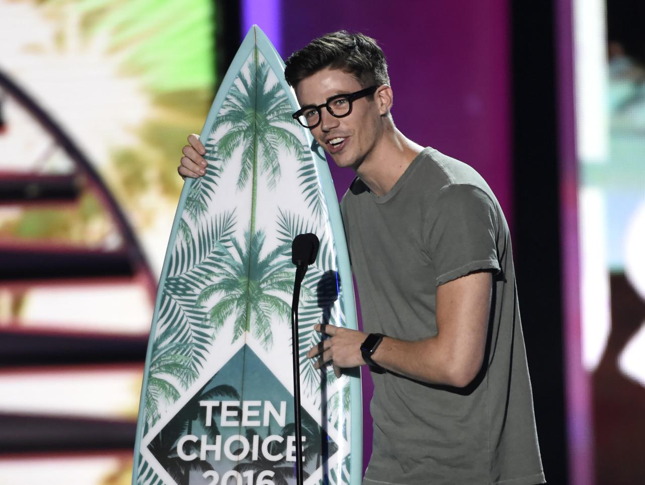 Teen Choice - Grant Gustin 1.jpg