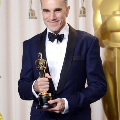 Daniel-Day-Lewis-with-Oscar-983570