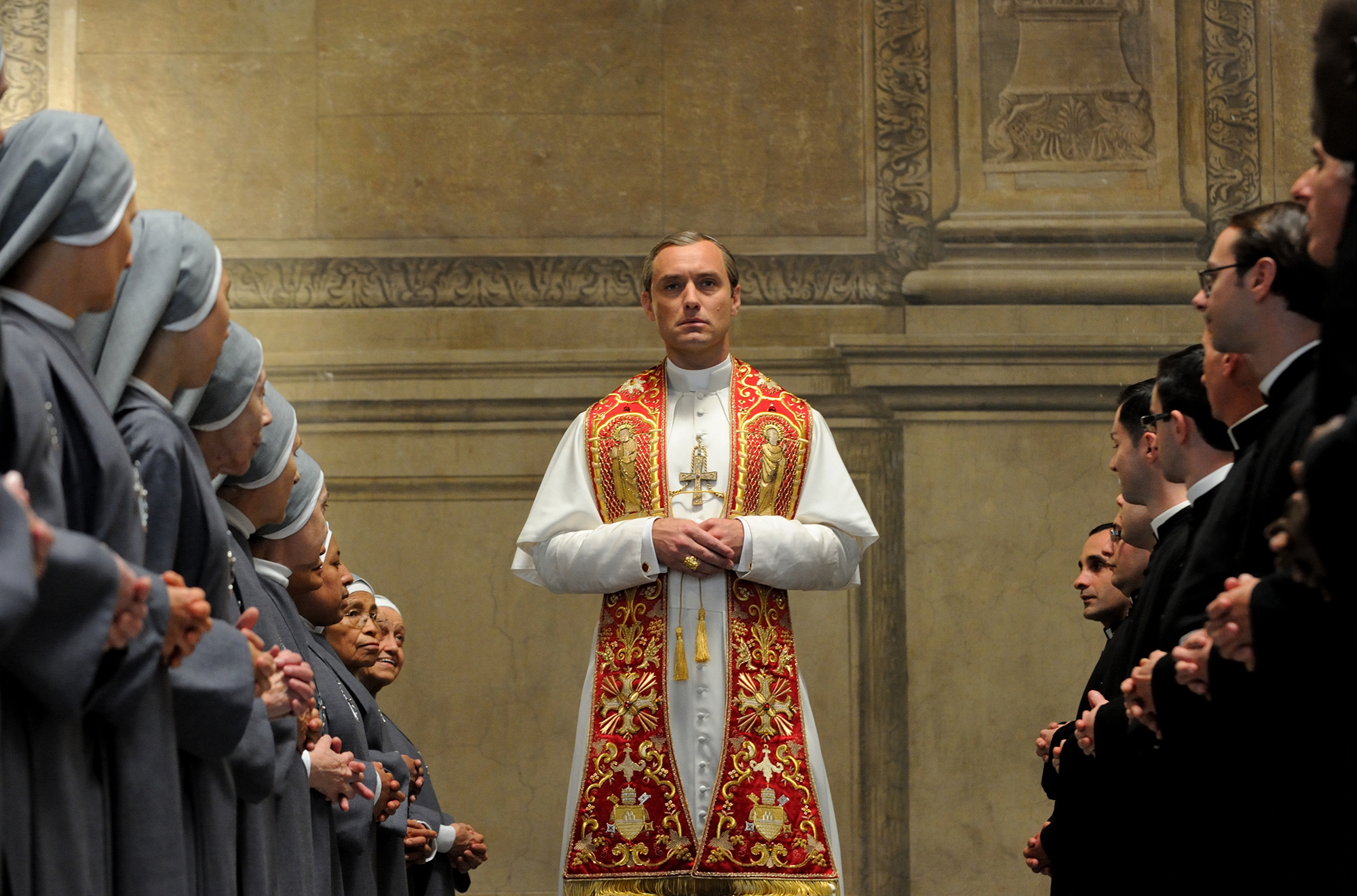 FOX Premium - The Young Pope - Jude Law es Pio XIII (b)