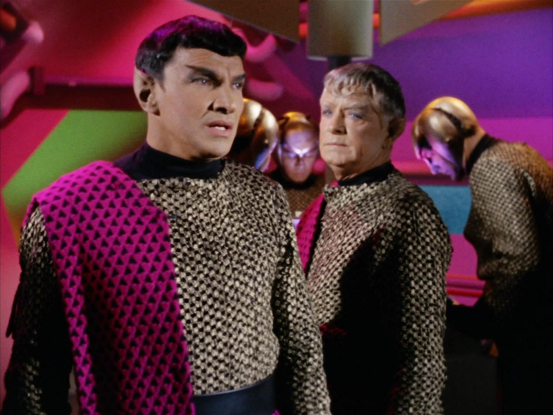 Romulan_commander_and_Centurian.jpg