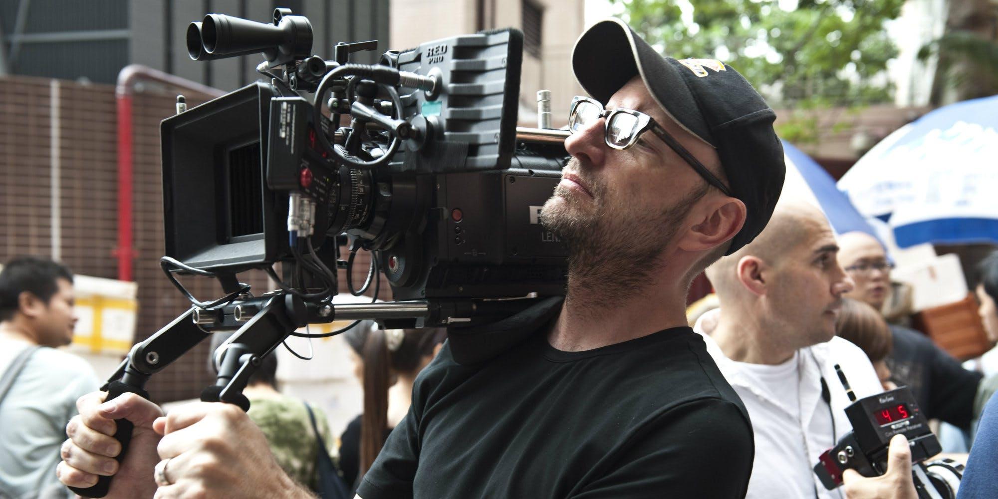 Steven-Soderbergh-filming-Contagion.jpg