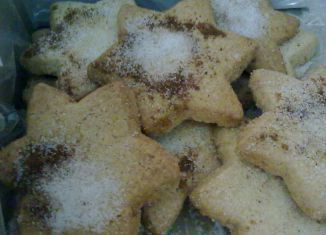 Las almendras tostadas son la base de este dulce típico de Navidad. Foto: Wikimedia Commons