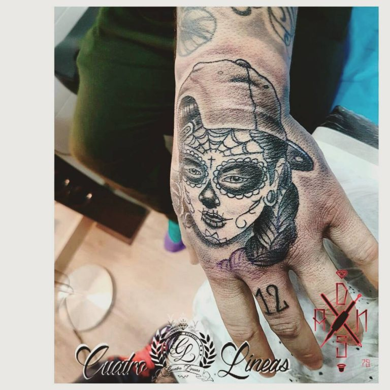 3.4.-tatuaje estudio de tatuaje carabanchel madrid cuatro lineas katrina en la mano realismo neotraditional neotradicional