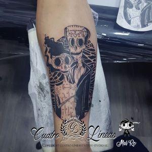 Tatuaje estilo black work en madrid, frankestein y novia en el brazo