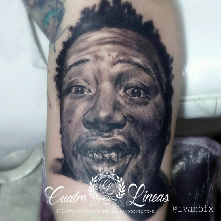 Tatuaje realista madrid, retrato a blanco y negro en cuatro lineas tattoo carabanchel