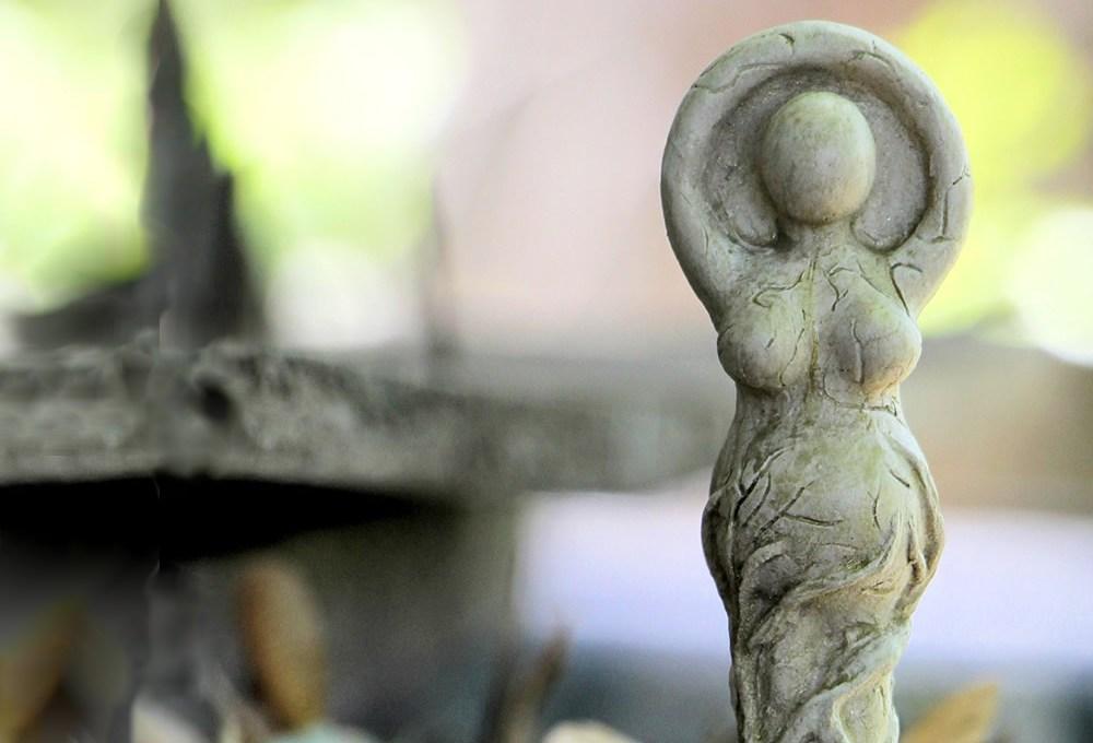 De dioses y diosas de la antigüedad
