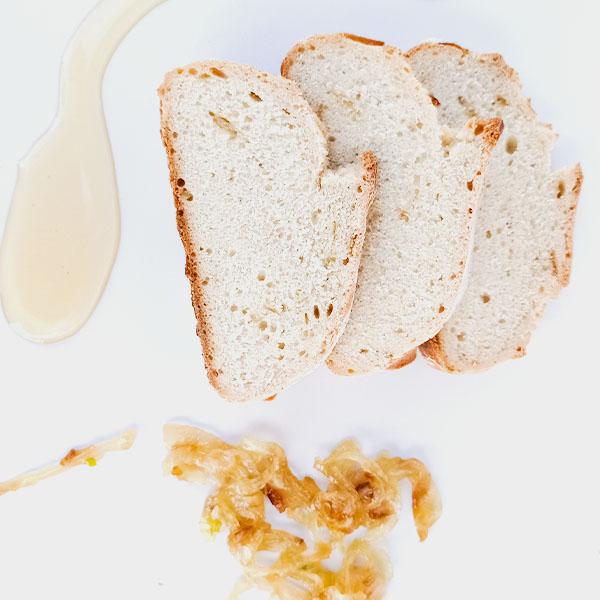 Pan de cebolla y miel rebanada 1