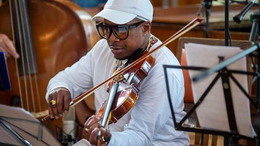 "Nelson Palacios - Violine bei ""The Cuban Orquesta"""