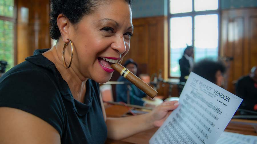 "Susana Camino - Moderatorin bei ""The Cuban Orquesta"""