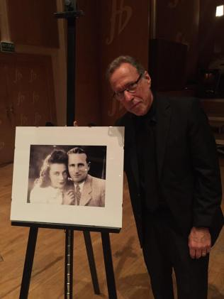 Yaron Gershovsky w picture of his parents