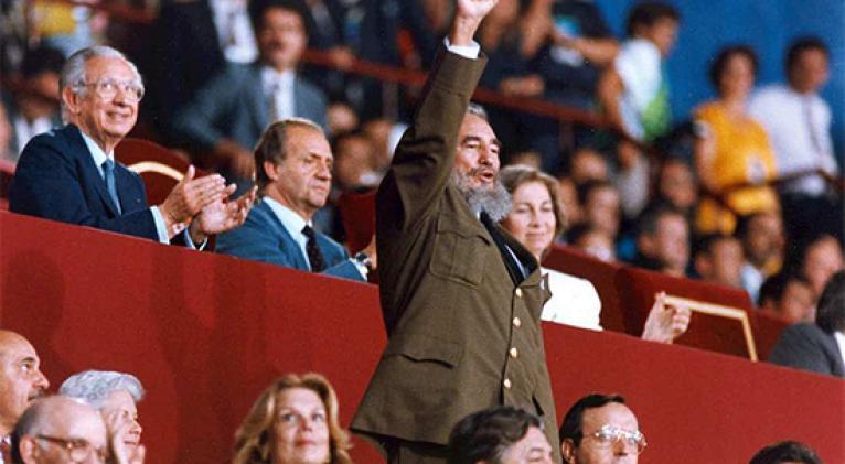 Fidel apoyando a la delegación cubana en los JJ.OO. de Barcelona 1992 / Tomada de Juventud Rebelde