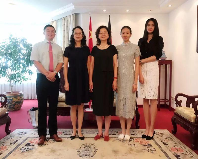 牵手助力 超现实主义名画捐赠中国天津美术馆