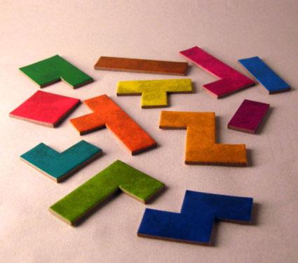 Desde un dominó hasta un pentominó para hacer los puzles.  Foto tomada de BGG.