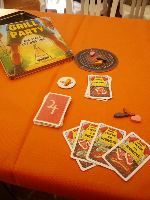 Caja y componentes de Grill Party en una de las mesas de Córdoba
