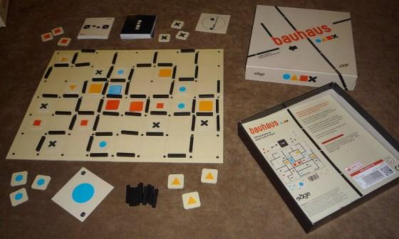 Tablero y componentes de Bauhaus