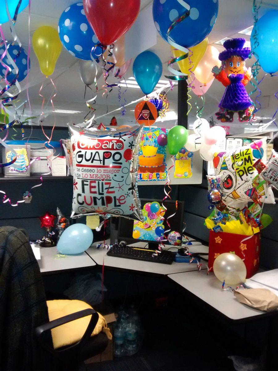C mo celebrar el cumplea os en la oficina cubo m gico for Arreglos para escritorios oficina