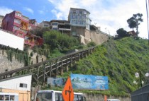 chile-valparaiso-by-robyn-bitner-hillside-in-the-city-06