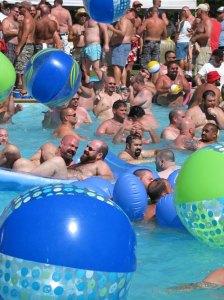 Lazy-Bear-in-pool-2007-128