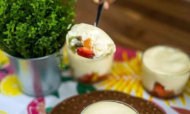 Salada de fruta com mousse de maracujá