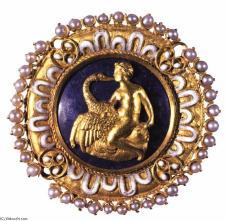 benvenuto-cellini-medallion-with-leda-and-the-swan-2