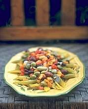 Insalata di verdure e olive marinate