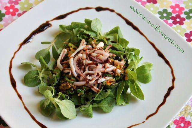 Insalata di calamari e verdure croccanti