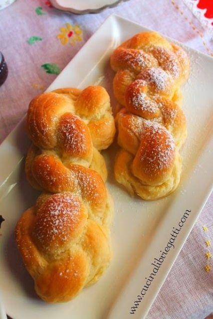 trecce dolci di pasta brioche