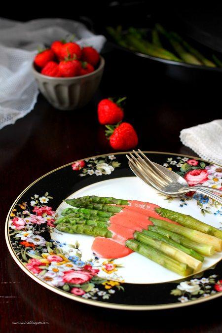asparagi al cartoccio con vinaigrette alle fragole