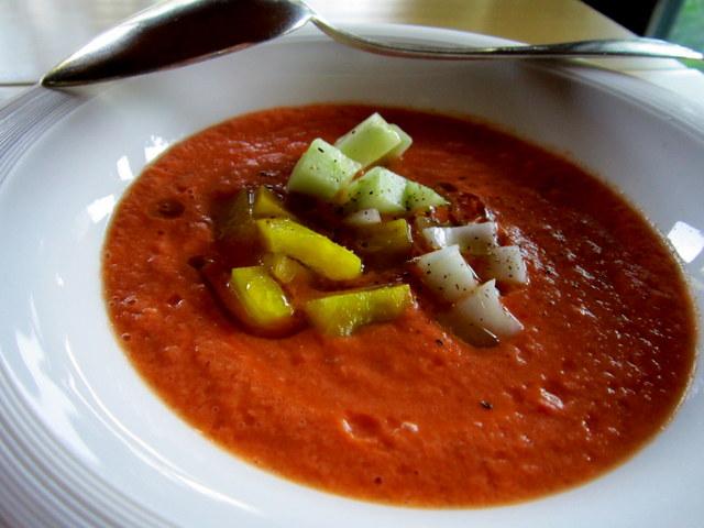 Gazpacho, senza glutine. Una zuppa fredda davvero democratica
