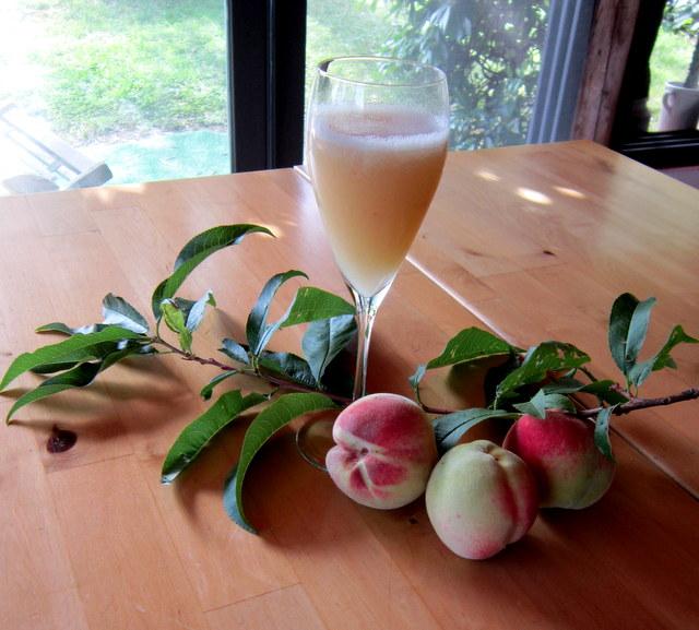 Bellini cocktail, ricetta e trucchi per prepararlo