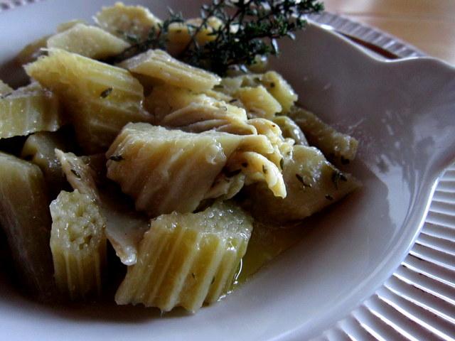 Cardi con purea di aglio dolce e timo