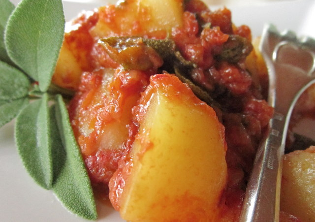 Stufato di patate, alla salvia
