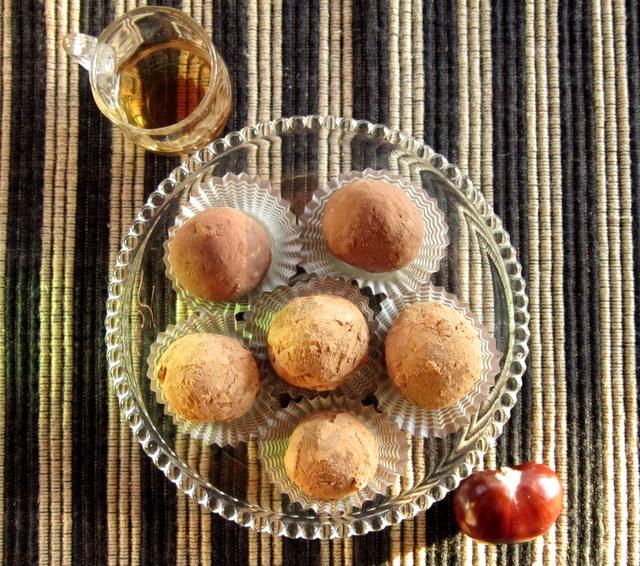 Tartufi di castagne e cioccolato, profumati di arancia e rum