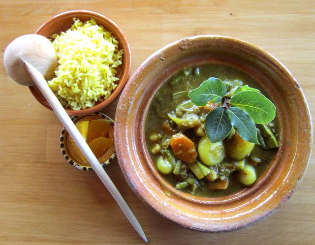 Curry di verdure con riso alla curcuma