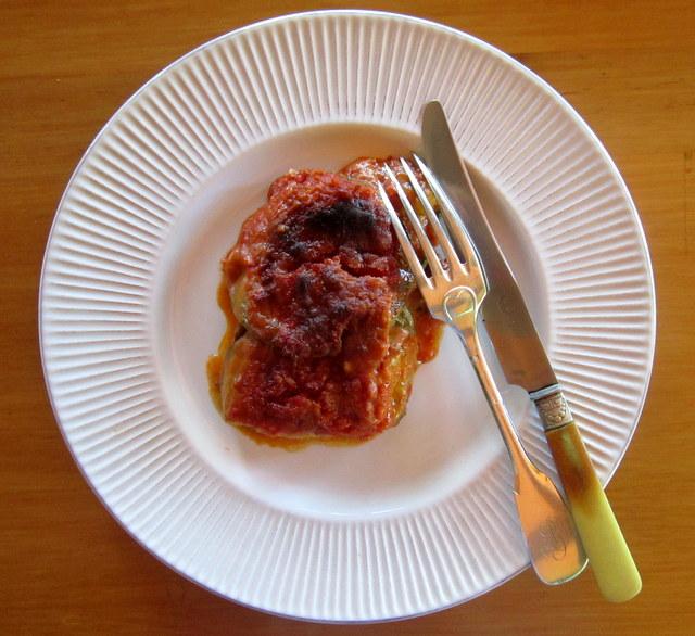 Zucchine alla parmigiana. Salsa di pomodoro e poco altro. Indimenticabili!