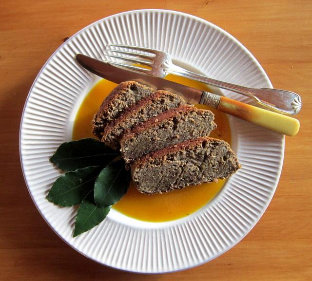 Arrosto di lenticchie con crema di patate alla curcuma.