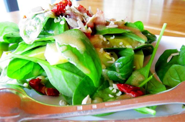 Salsa Vinaigrette, per un'insalata di spinaci novelli con avocado e…