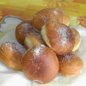 Bomboloni fritti, ricoperti di zucchero