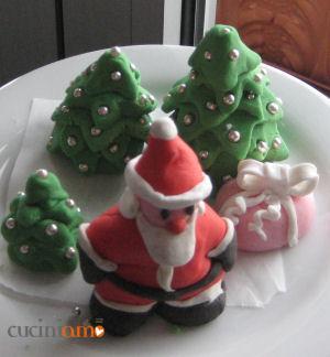 Babbo Natale alberelli e pacchettino in pasta di zucchero