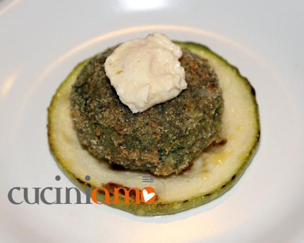 Polpetta vegetariana con hummus