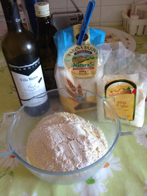 Vino bianco, olio evo, farina di farro e farina di miglio (biologiche)