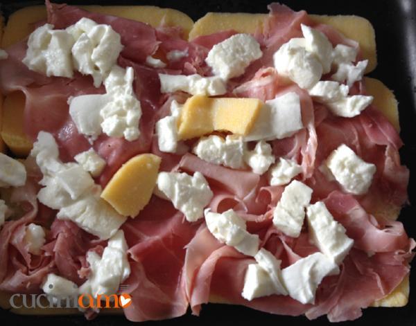 strato di polenta, prosciutto e mozzarella
