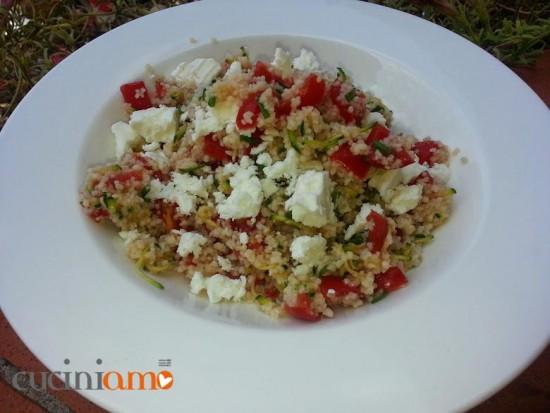 Cous cous a freddo con zucchine marinate, pomodorini e feta